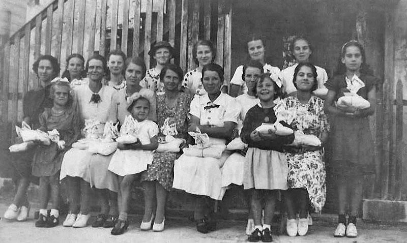 Green Turtle Cay Knitting Class circa 1940