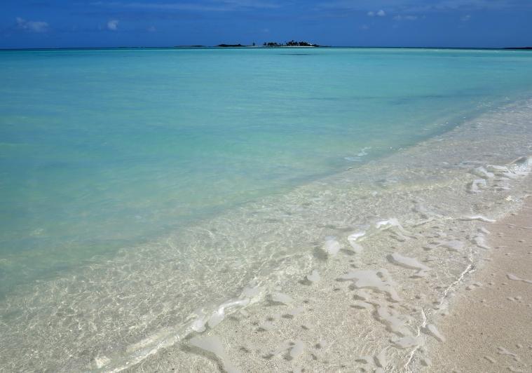 www.LittleHousebytheFerry.com - Daily Photo - Gillam Bay, Green Turtle Cay, Abaco, Bahamas.